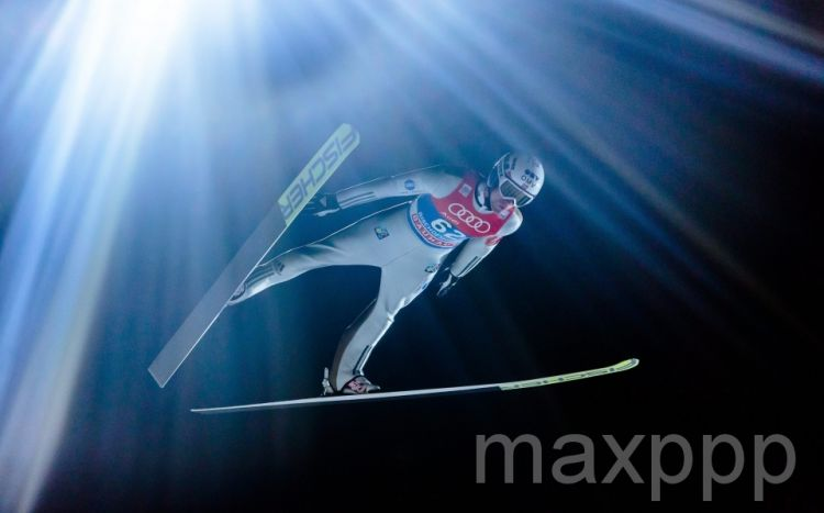 Saut à ski en Autriche: les skieurs volants