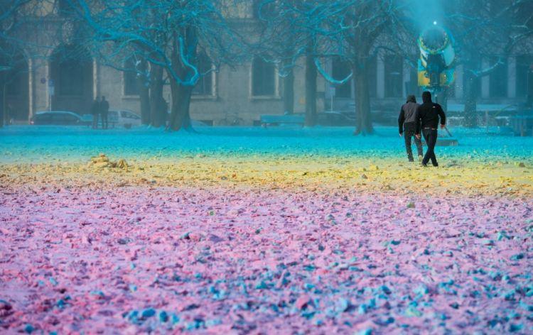 Neige, couleur et art… une installation intitulée «Des Nuages»