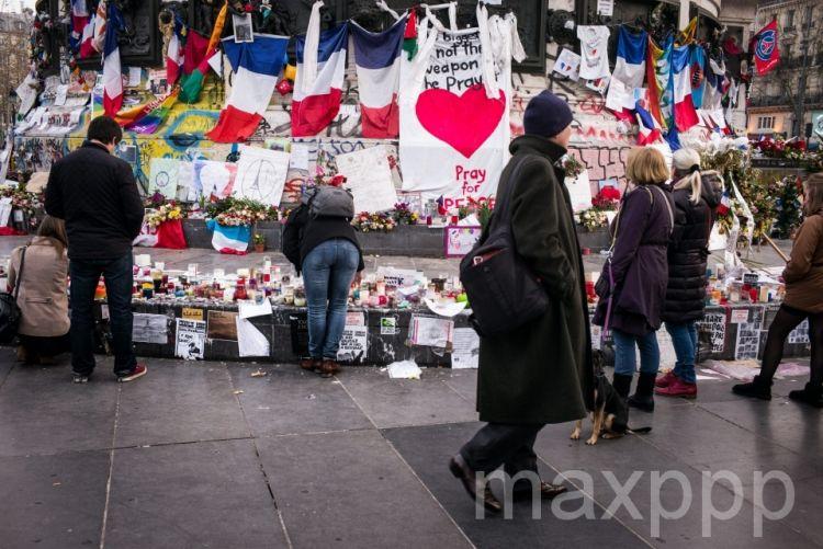 Attentatsde Paris : un suspect en garde à vue et de nombreux hommages un mois après