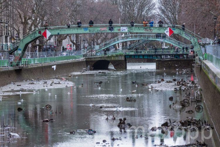 La canal St Martin vidé : nettoyage des milliers de déchets