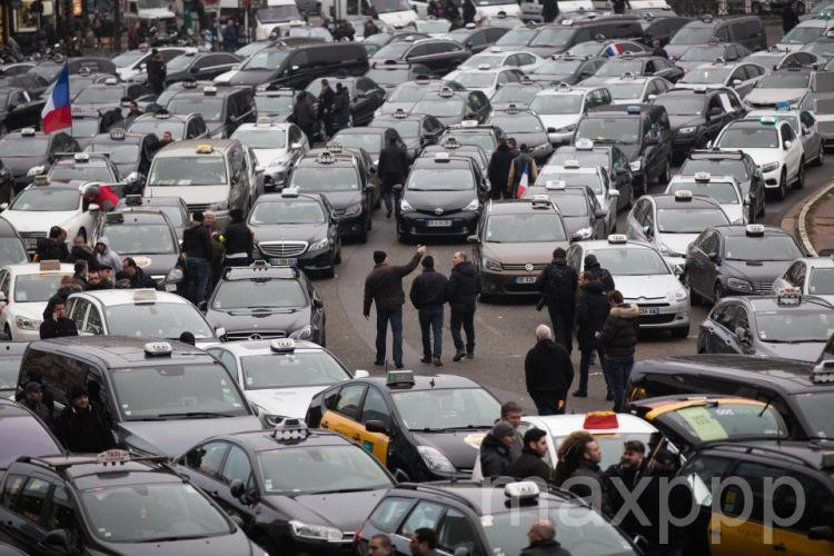 Dernier jour de grève, les taxis vont au travail